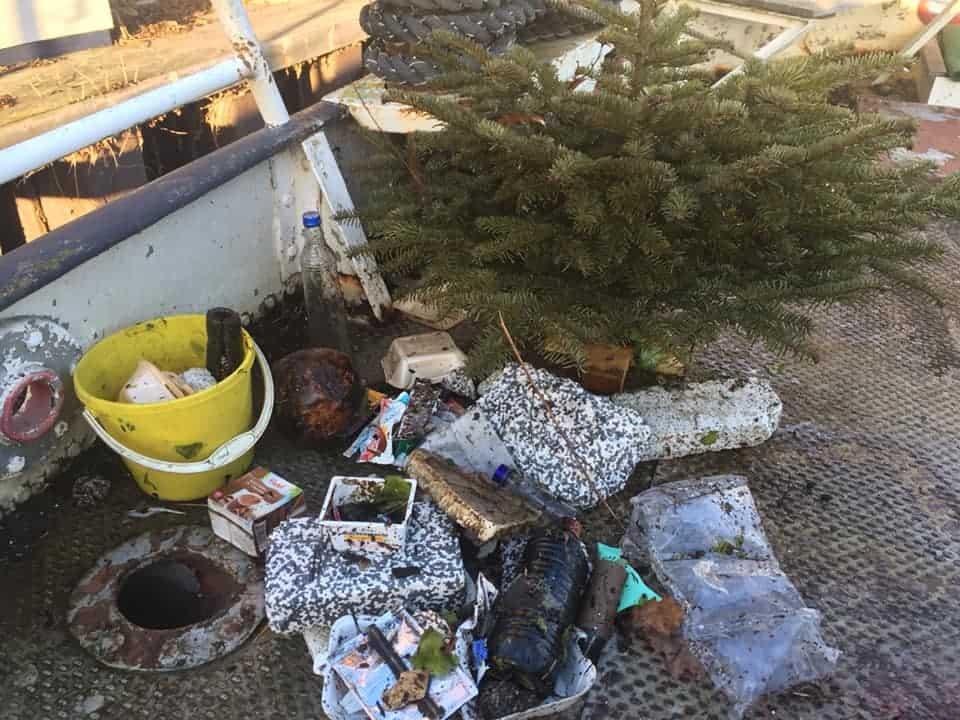 Müll aus der Spree - ich fische, so oft ich kann, Müll aus der Spree, um die Umwelt etwas zu entlasten.